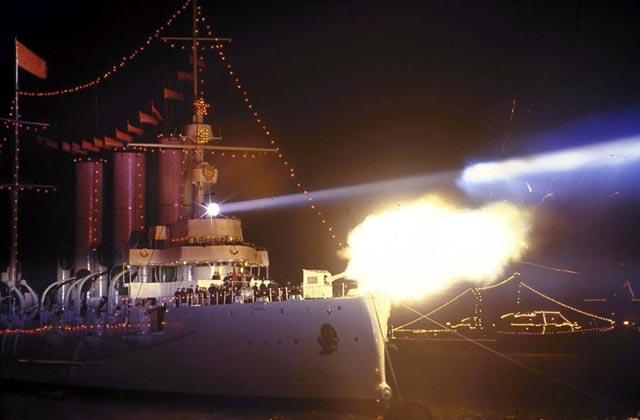 十月革命中向冬宫发炮的阿芙乐尔号